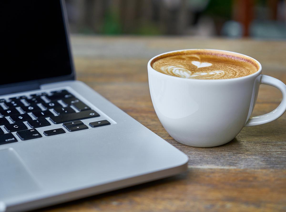Kahvihetki coviksen kanssa kutsuu kurkistamaan Coviksen virtuaaliseen kahvihuoneeseen ajankohtaisista aiheista keskustelemaan.